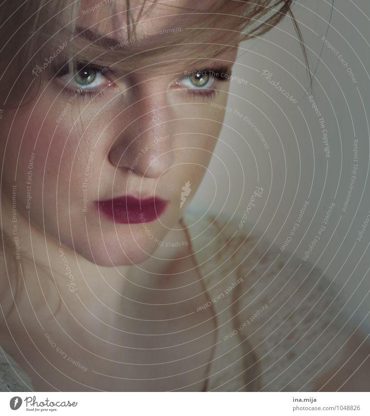 Portrait einer jungen Frau elegant Stil schön Gesicht Kosmetik Mensch feminin Junge Frau Jugendliche Erwachsene Lippen Auge 1 18-30 Jahre 30-45 Jahre