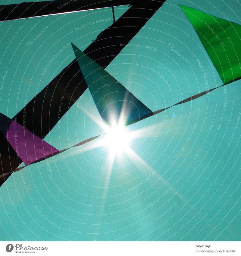 pioniergruß Fahne grün schwarz Strommast Sommer Party verschönern mehrfarbig Gegenlicht Farbe Geburtstag blau Sonne Feste & Feiern Wind Himmel