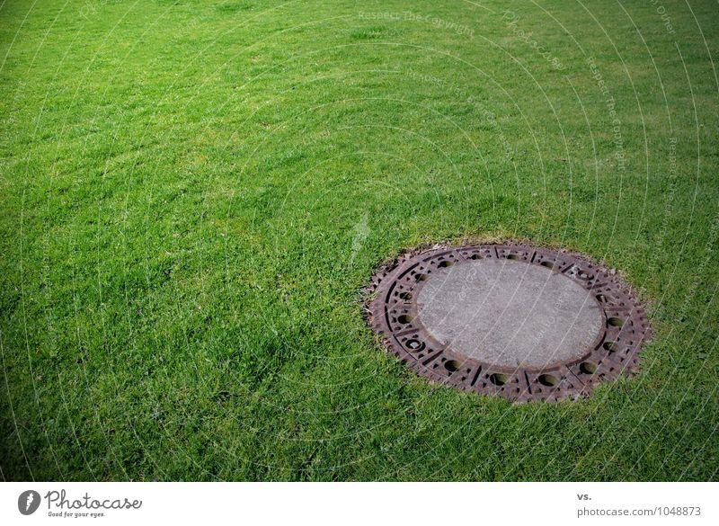 Gullivers Rasen Stadt Park Surrealismus Gully Kanalisation Rohrleitung Abwasser Abwasserkanal entsorgen Abfluss Planungsfehler Planungsbüro planen Ingenieur