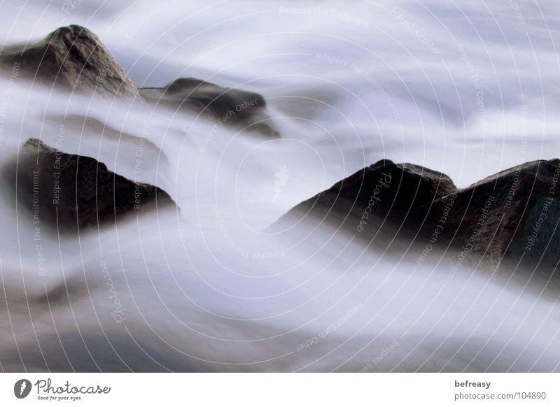 Bodennebel Natur Wasser ruhig Erholung Bewegung Stein Zufriedenheit hell Felsen Geschwindigkeit Fluss Bach fließen hart Strömung zeitlos