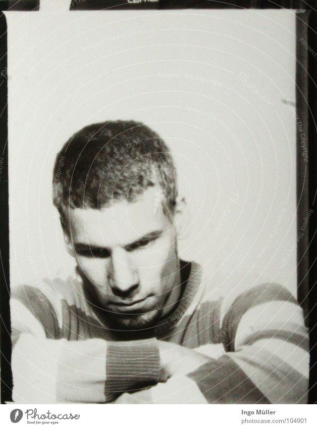Fotosession 16 Mann weiß Gesicht ruhig schwarz Haare & Frisuren Traurigkeit Denken Fotografie Arme maskulin Nase Trauer Ohr Streifen Bart