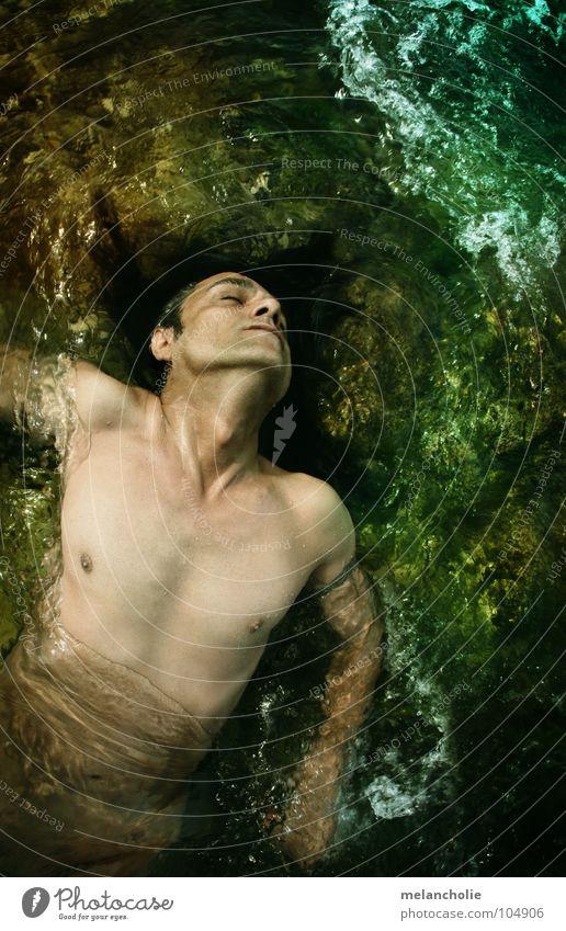 DIVE DOWN TO Schicksal Mann fließen Strömung nass kalt grün Akt dramatisch Wasser laufen blau bleich Tod Leben Männlicher Akt