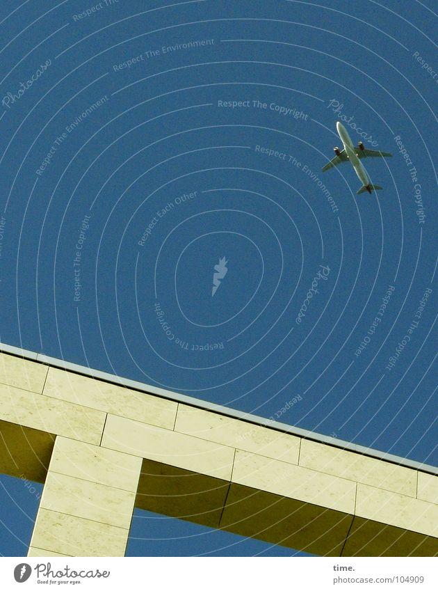 Modern Ikarus Schatten Industrie Luft Brücke Flugzeug Dose Stein hell hoch Einsamkeit Vergänglichkeit Blech Sockel luftig Büchse Quader Ecke Überqueren