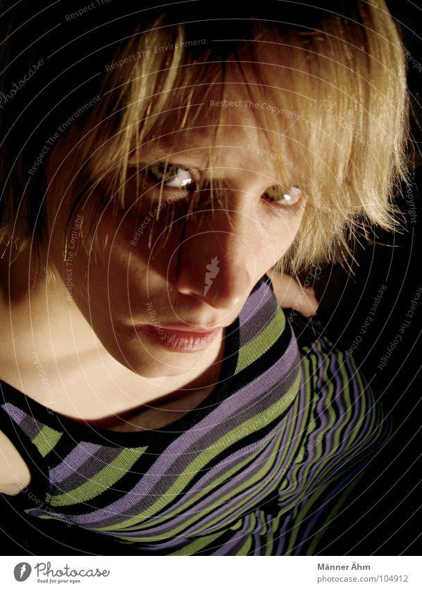 Streifzug Frau Gesicht Haare & Frisuren blond Bekleidung Streifen Kleid