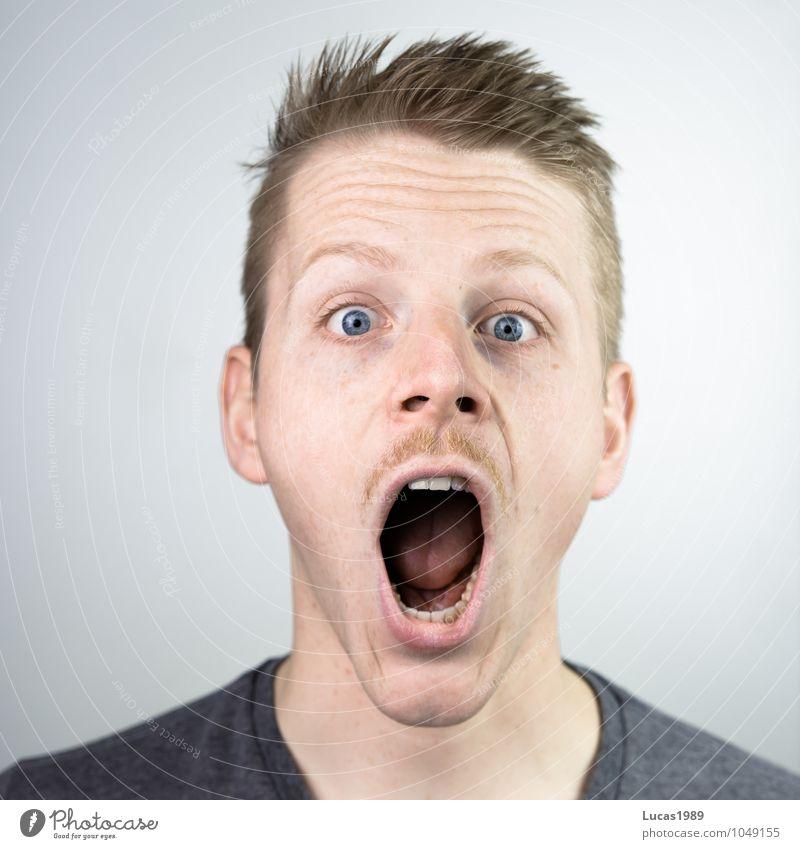 Irre(r) Mensch Jugendliche Mann Junger Mann 18-30 Jahre Erwachsene Gesicht Kopf maskulin Angst blond verrückt Mund bedrohlich Todesangst Bart