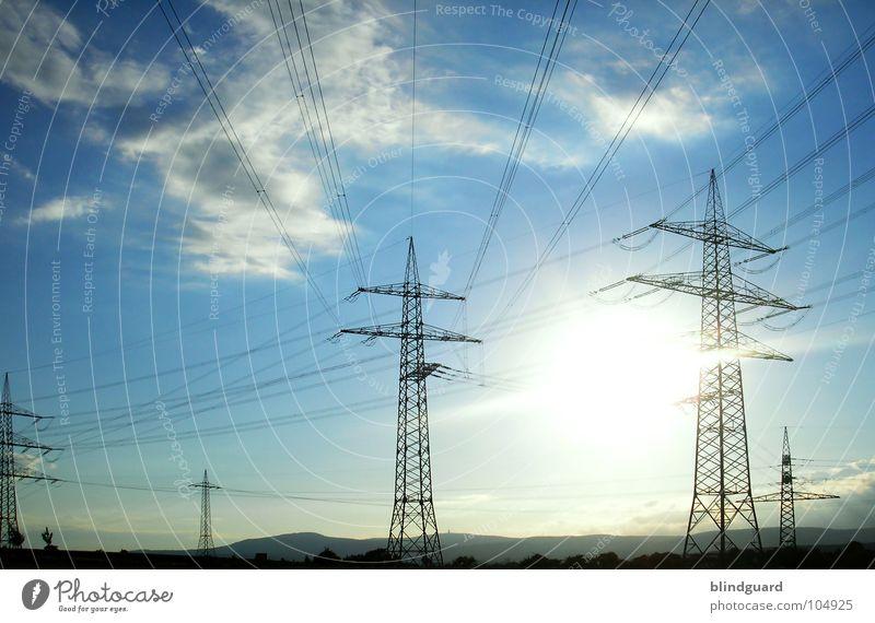 Energie Himmel Sonne blau Sommer Wolken Landschaft Linie hell Wind Industrie Energiewirtschaft Elektrizität Kabel Windkraftanlage Sonnenenergie Strommast