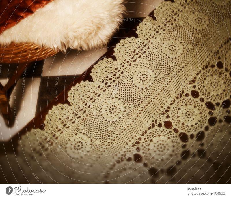 de aschebecha fehlt noch .. Tisch grün Bodenbelag Küche Wohnzimmer Sessel Fell Muster Wohnung Vogelperspektive retro Haushalt Detailaufnahme gehäckelt wohnküche