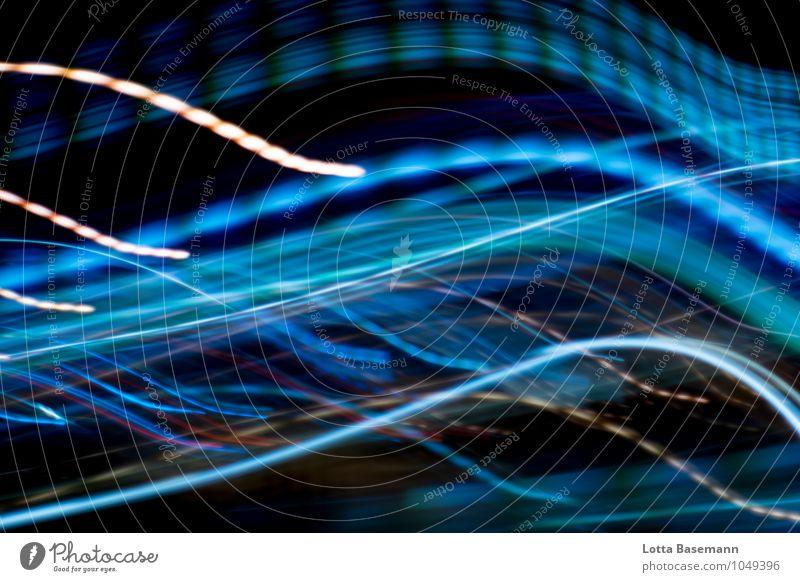 Nacht Wellen Nachtleben Fortschritt Zukunft Bewegung glänzend leuchten ästhetisch modern Stadt blau schwarz Sehnsucht Farbe Geschwindigkeit innovativ Mobilität