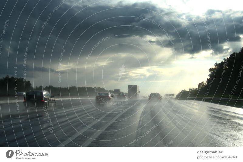 Die gelben Engel Wolken schlechtes Wetter dunkel nass Sträucher Autobahn Verkehr fahren Horizont Luft rein frisch Flüssigkeit Rücklicht Bewegung Geschwindigkeit