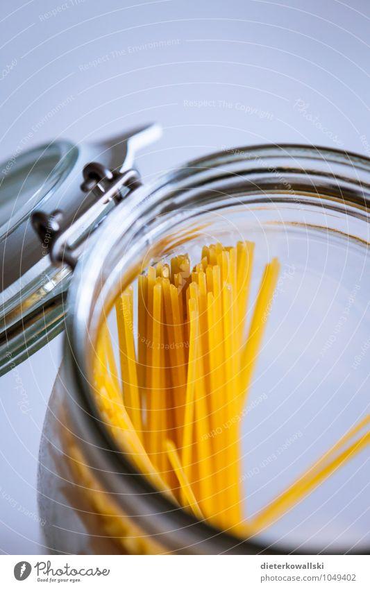 Nudeln Lebensmittel Teigwaren Backwaren Italienische Küche Vorfreude Spaghetti Farbfoto Innenaufnahme Textfreiraum oben Schwache Tiefenschärfe