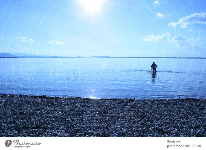 Bavarian Yeti II Chiemsee See Meer Kieselsteine Strand Wellen Reflexion & Spiegelung Wolken Bayern Sommer Ferien & Urlaub & Reisen kalt nass Spielen Wasser blau