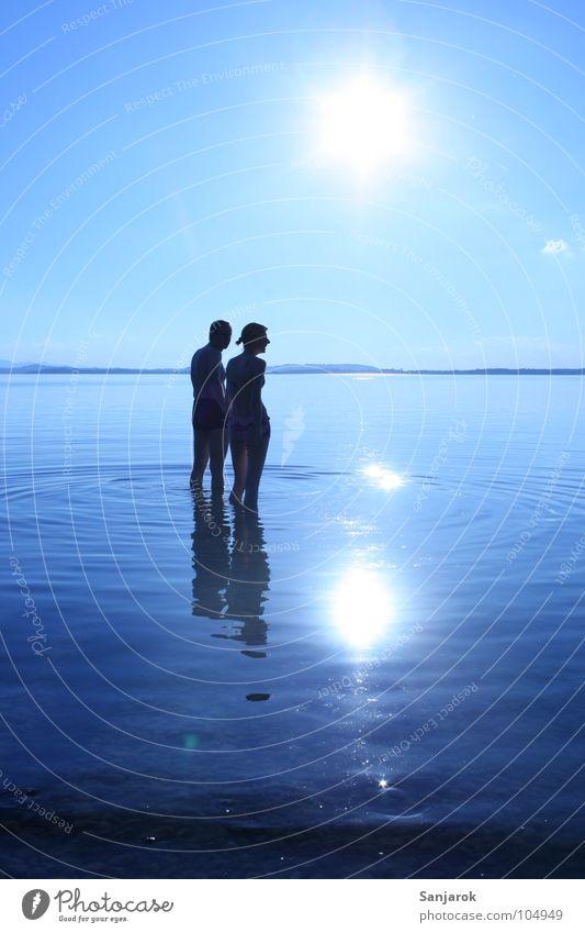 Frisch verliebt Himmel blau Wasser Ferien & Urlaub & Reisen Sommer Sonne Meer Wolken Liebe kalt Küste See Paar Schwimmen & Baden Wellen nass