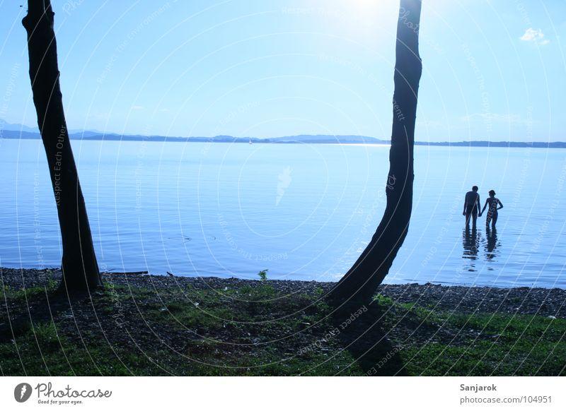 Frisch verliebt Himmel blau Wasser Baum Ferien & Urlaub & Reisen Sonne Meer Sommer Wolken Liebe kalt Küste See Paar Wellen Schwimmen & Baden