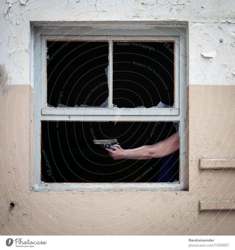 Hüttengaudi | Wer hat Angst vorm schwarzen Mann? Mensch Hand Haus dunkel Fenster Wand feminin Gebäude Mauer Raum Arme gefährlich bedrohlich Todesangst Bauwerk