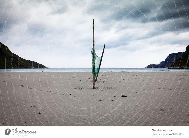 Stille Ferien & Urlaub & Reisen Ferne Freiheit Strand Meer Landschaft Urelemente Himmel Wolken Gewitterwolken schlechtes Wetter Wind Küste Fjord Sand Armut