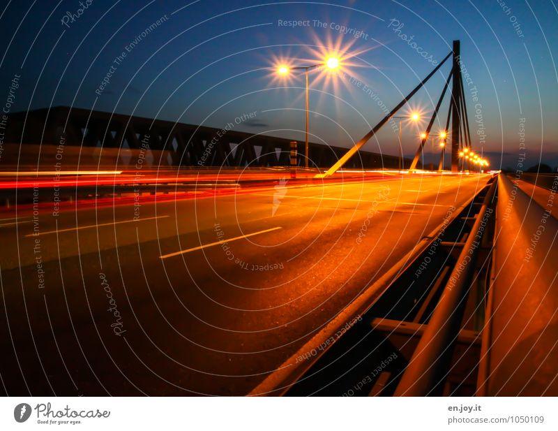200 | ...auf der Autobahn Radarstation Geschwindigkeitsüberwachung Energiewirtschaft Karlsruhe Deutschland Europa Brücke Verkehr Verkehrswege Straßenverkehr