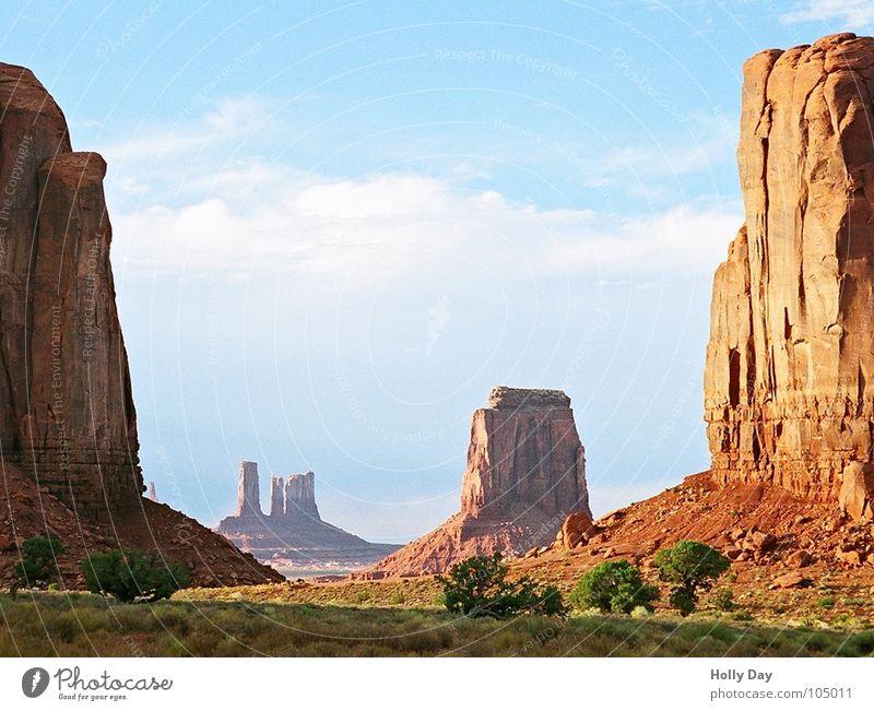 Fenster zum Hof Sommer Ferien & Urlaub & Reisen Hügel Wolken USA Wüste Monument Valley Freiheit blau Berge u. Gebirge Felsen Himmel Westküste