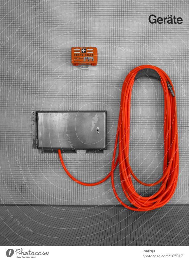 Signalfarben Wasser Freude kalt grau Metall orange Freizeit & Hobby nass frisch Reinigen Schwimmbad Sauberkeit Hilfsbereitschaft tauchen Fliesen u. Kacheln