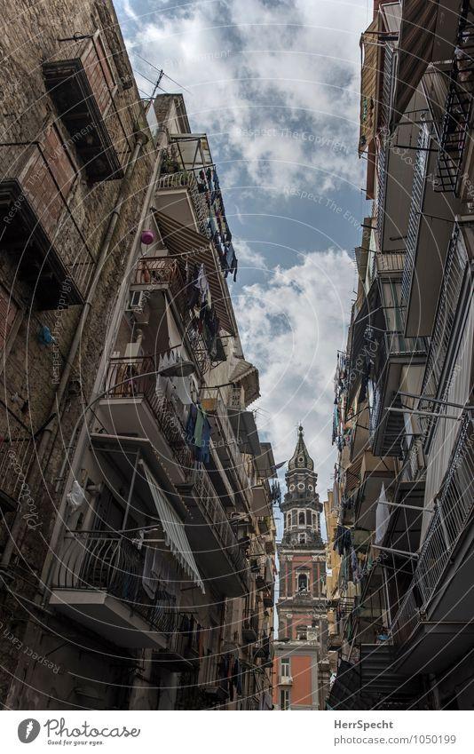 Napoli Ferien & Urlaub & Reisen Städtereise Sommer Neapel Italien Stadtzentrum Altstadt Haus Kirche alt historisch Süditalien Gasse typisch Kirchturm