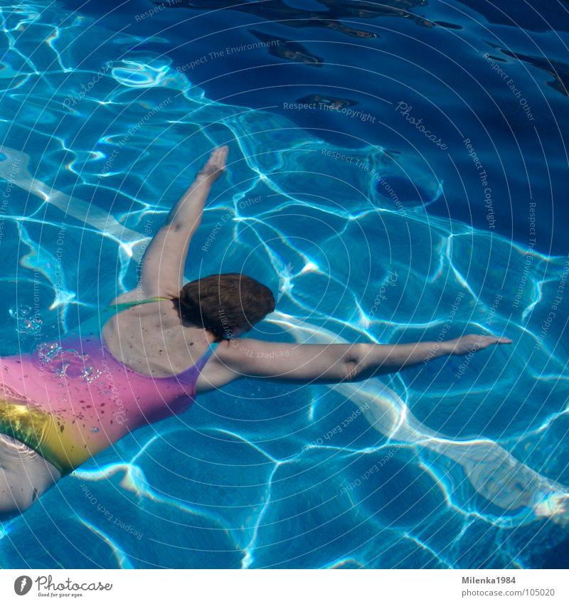 Freischwimmerin Frau Wasser blau Sommer Ferien & Urlaub & Reisen Sport Spielen Schwimmbad tauchen Schwimmen & Baden Regenbogen untergehen Wassersport Becken Badeanzug