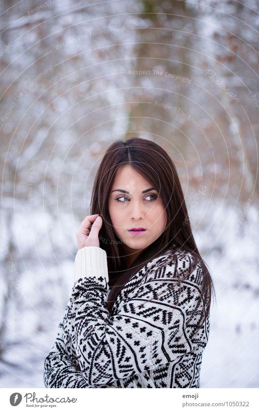 /// feminin Junge Frau Jugendliche 1 Mensch 18-30 Jahre Erwachsene Umwelt Natur Winter Schnee brünett schön kalt Farbfoto Außenaufnahme Tag