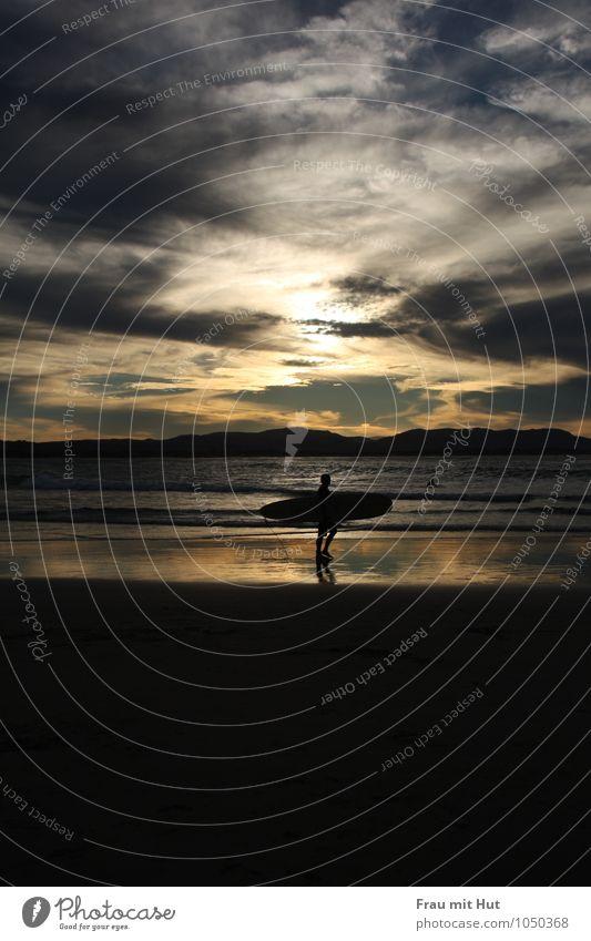 Beach Boys Body Board Sommer Sommerurlaub Sonne Strand Meer Wellen Sport Wassersport Surfbrett maskulin Mann Erwachsene Leben 1 Mensch Sand Himmel Wolken