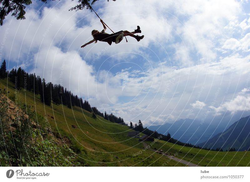 Hoch hinaus Mensch Natur Sommer Landschaft Freude Mädchen Leben Sport Spielen Glück fliegen Luftverkehr Kindheit frei verrückt Lebensfreude