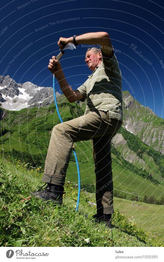 Bergbauer Landwirtschaft Forstwirtschaft 1 Mensch Umwelt Natur Landschaft Sommer Klima Gras Alpen Berge u. Gebirge Gipfel Schneebedeckte Gipfel