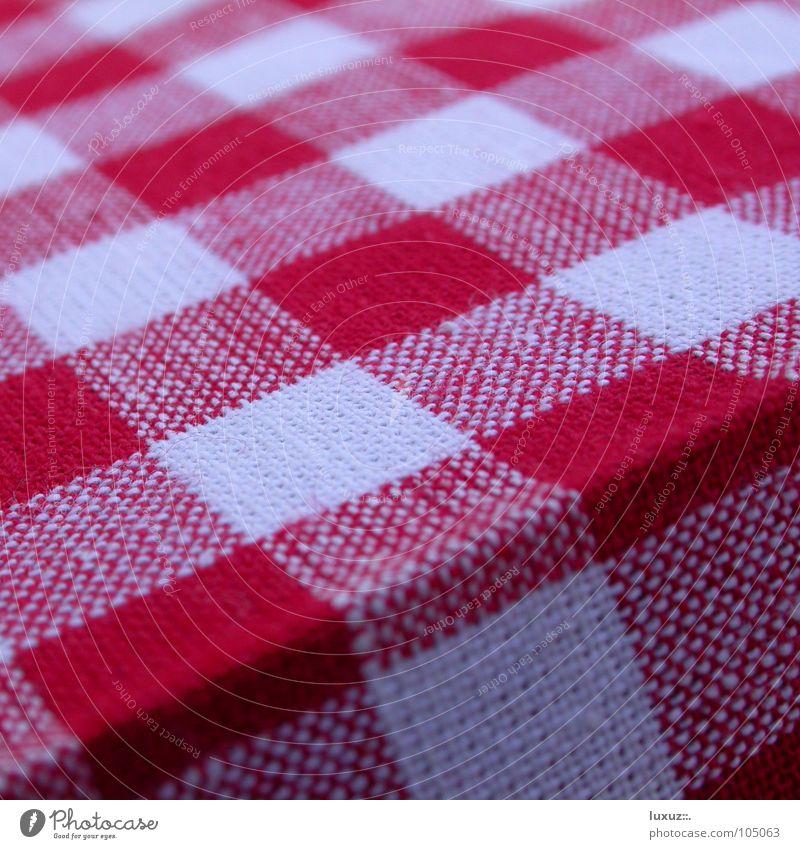 Prost! Mahlzeit Guten Appetit Stammtisch Österreich Bundesland Tirol Bayern Muster rot weiß Ecke diesjährig Wirt Stoff Abendessen Pause Klischee Tradition