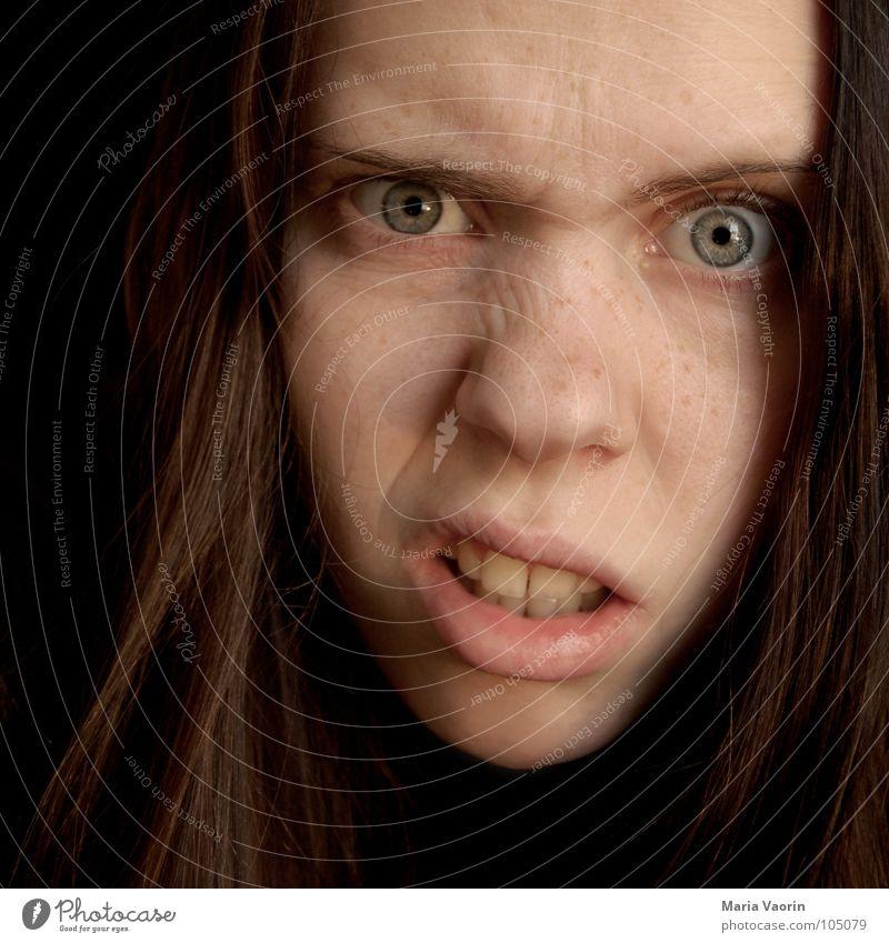 """""""Ick versteh nur Bahnhof"""" skeptisch erstaunt ratlos Denken Skeptizismus Selbstportrait Frau Augenbraue Jugendliche raten Zweifel zweifeln Misstrauen Agnostiker"""
