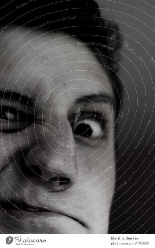 NASEWEIS Selbstportrait Zwinkern schwarz weiß verrückt außergewöhnlich Grimasse interessant gebrochen brechen Unfall Behinderte Dummkopf Jugendliche Mensch
