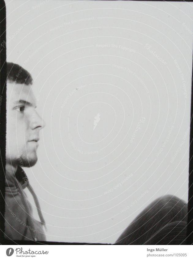 Fotosession 18 Mann weiß Gesicht ruhig schwarz Auge Haare & Frisuren Denken Fotografie maskulin Nase Bart ernst Anschnitt Bildausschnitt hocken