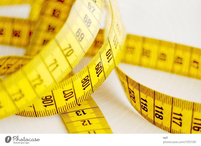 Maßband 2 schwarz gelb Bekleidung Ziffern & Zahlen Stoff Dienstleistungsgewerbe tief Rennbahn chaotisch durcheinander rechnen Textilien Genauigkeit Präzision