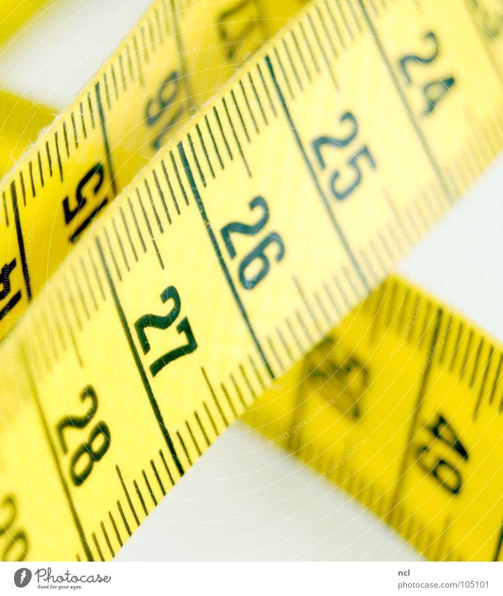 Maßband 3 schwarz gelb Bekleidung Ziffern & Zahlen Stoff Dienstleistungsgewerbe tief Rennbahn chaotisch durcheinander rechnen Textilien Genauigkeit Präzision