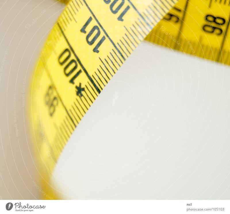 Maßband 5 Rennbahn Schneidern Zentimeter Millimeter Genauigkeit maßgearbeitet Präzision Stoff Textilien richtig Norm gelb schwarz Ziffern & Zahlen Länge Ausmaß