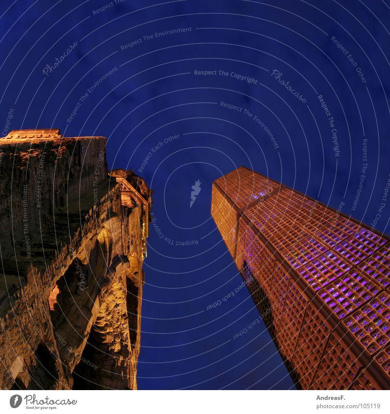 GedächtnisKirche dunkel Berlin Religion & Glaube Glas Fassade modern Frieden Turm Denkmal Ruine Krieg Abenddämmerung Zerstörung Gegenteil Nachtaufnahme