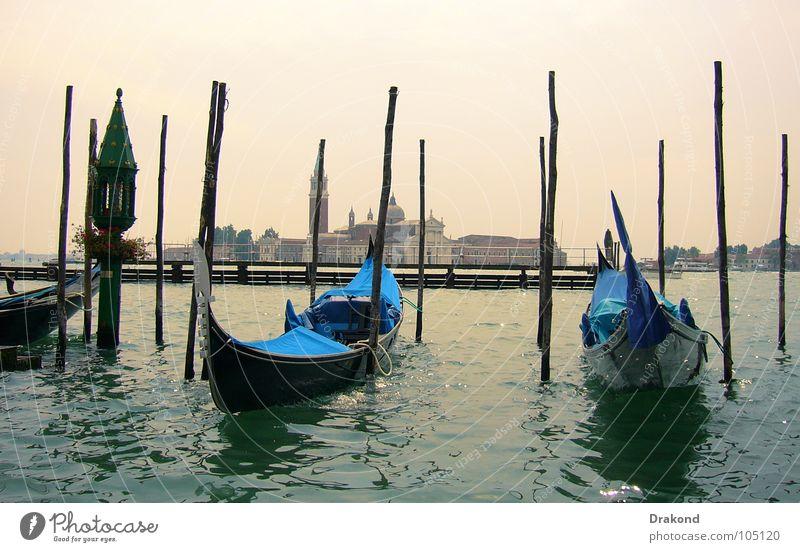 Wonderful Venice Gondel (Boot) Holzmehl Italien Venedig Wasserfahrzeug ruhig Sicherheit heiß Gondolier Venetian channels water the Sun sky blue ship