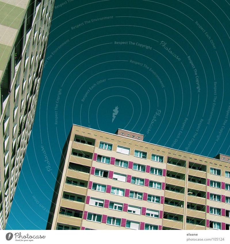 freiraum und wohnen Haus 2 schlafen Wohnung Gebäude Balkon Fenster sozial Gesellschaft (Soziologie) Plattenbau Leben Mieter Vermieter Ghetto Mauer Beton