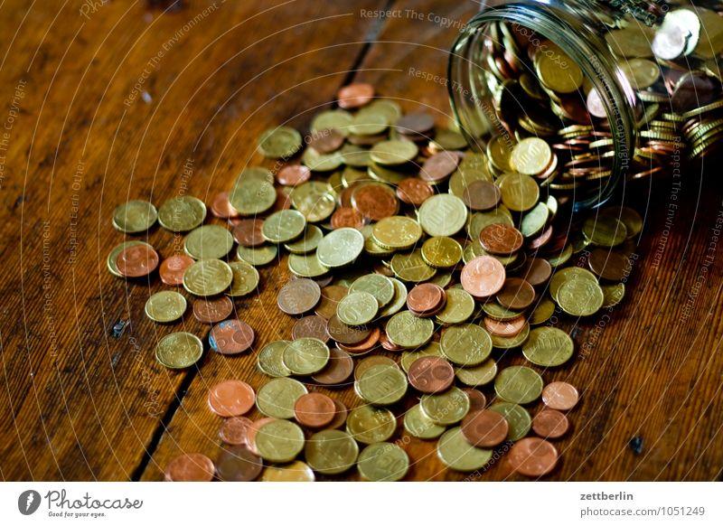 Kleingeld Almosen entladen ausschüttung Bargeld Berlin Cent Euro Geld Geldmünzen Haus Stadtzentrum Spardose sparen Erfolg Trostpreis Stadtleben Metall Glas