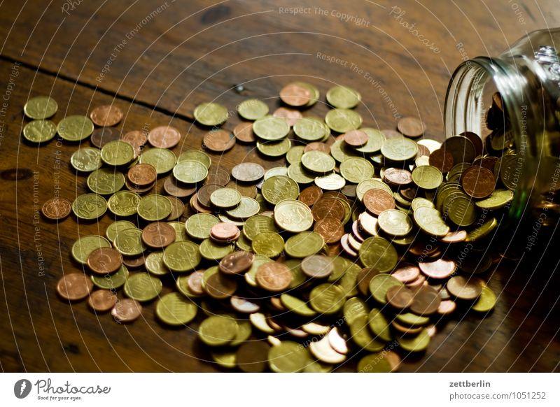 Noch mehr Kleingeld Haus Berlin Metall Stadtleben Glas Erfolg Geld Stadtzentrum sparen Euro Geldmünzen Trostpreis Einkommen Almosen Spardose