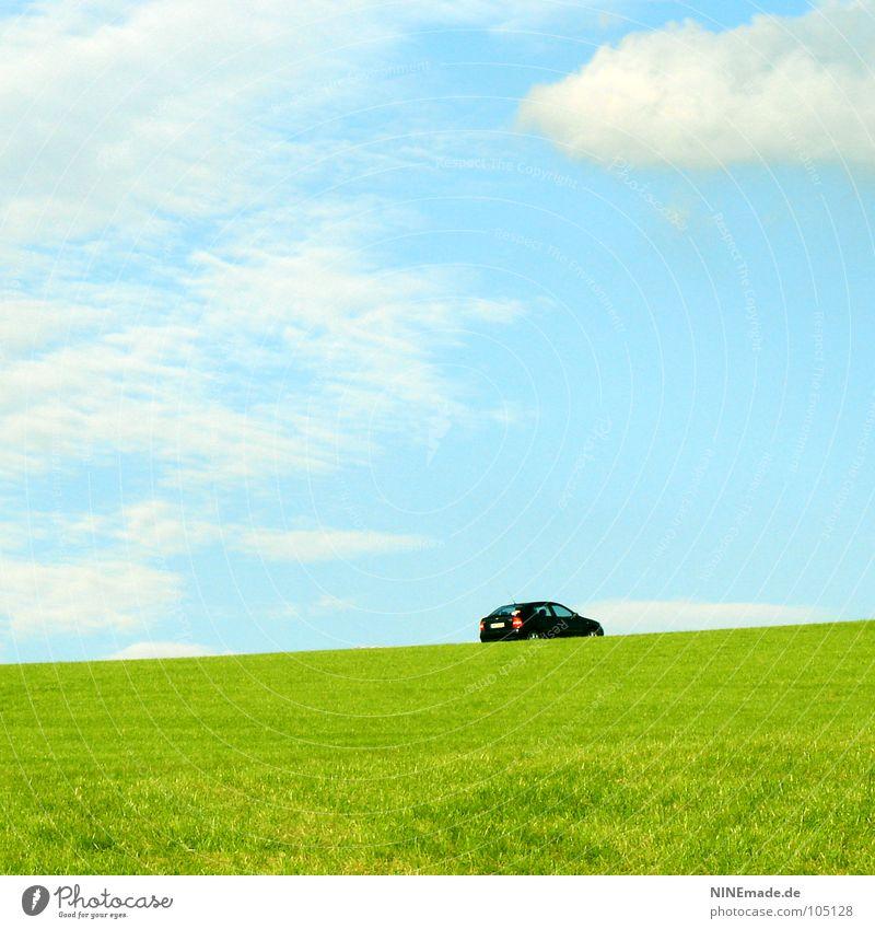 Baujahr 78, einsam, sucht! himmelblau Wolken Sonne dezent Horizont Thüringen Veranstaltung Wiese Feld grün hellgrün gelb schwarz klein Einsamkeit Suche Ferne