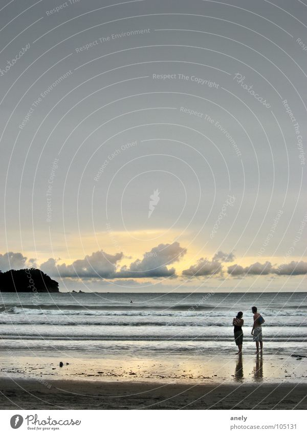 gib mir meer himmel Abenddämmerung Meer Wolken Sonnenuntergang Strand Reflexion & Spiegelung Stimmung Romantik grau Duplex Wellen ruhig Sommer Wasser Mensch