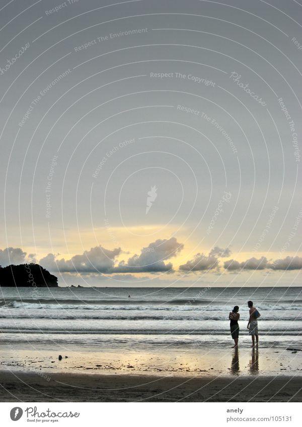 gib mir meer himmel Mensch Wasser Himmel Meer Sommer Strand ruhig Wolken Ferne grau Traurigkeit Stimmung orange Wellen Insel Romantik