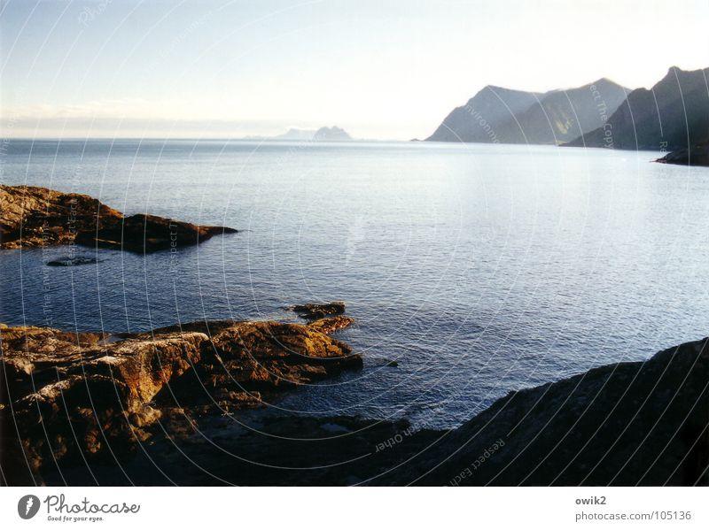 Fast windstill Himmel Natur Ferien & Urlaub & Reisen Wasser Meer Landschaft ruhig Ferne Strand Umwelt Küste Freiheit Felsen Horizont Idylle Insel