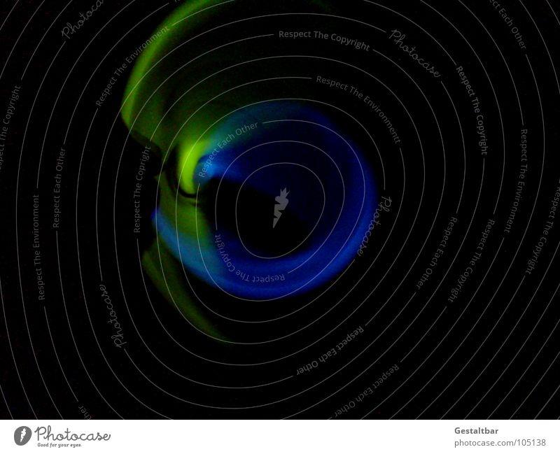 Nächtliches Lichtspiel dunkel Nacht Kreis grün gelb Neonlicht gestaltbar Freude Bewegung Unschärfe Lampe blau lustig