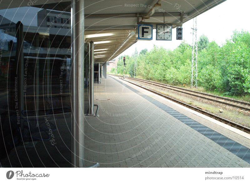 Bahnsteig_1 ruhig warten Eisenbahn Bahnhof Braunschweig