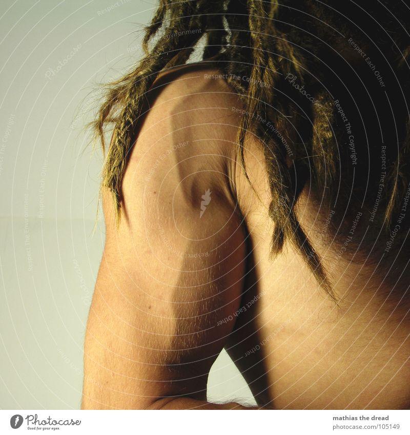 Dreads vs. Arm Mensch Mann dunkel Haare & Frisuren Kraft Haut Arme maskulin Kraft bedrohlich lang stark Schulter Muskulatur Nervosität Gefäße