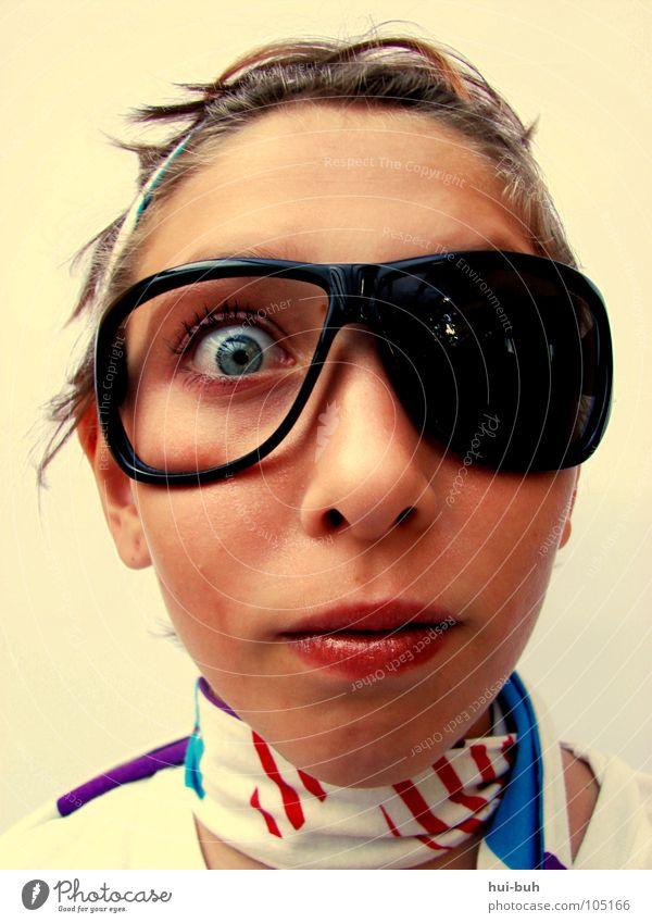 Bin ich blöd, oder was ?! dumm Brille verrückt Gesicht Jugendliche Pubertät Alkoholisiert Blick Mund lustig ugly mouth teeni Was du gucken?