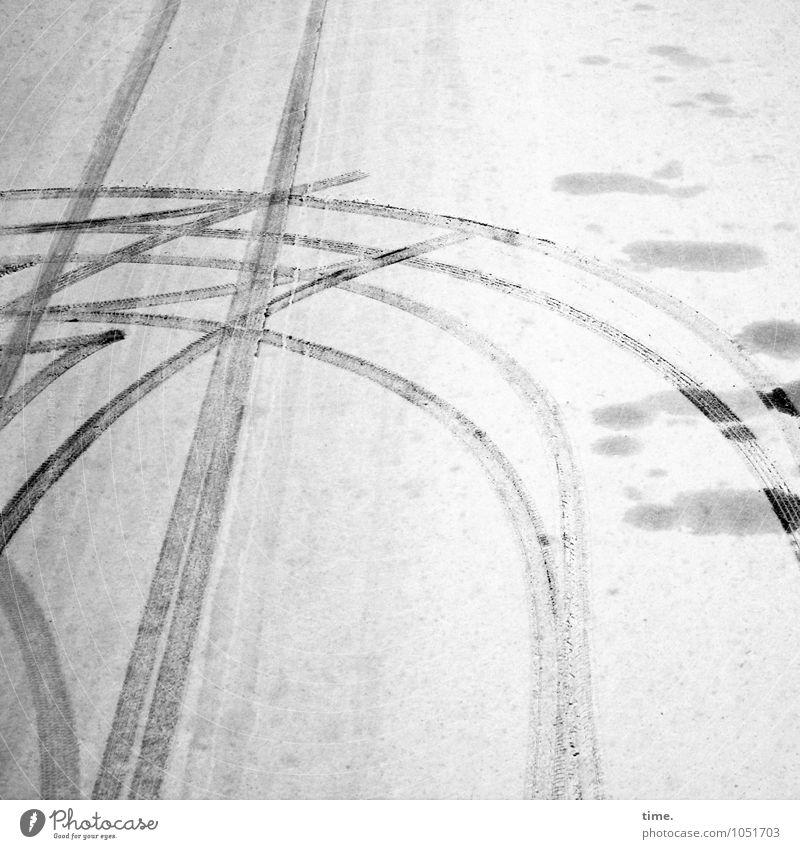 was vergessen Winter Schnee Verkehr Verkehrswege Personenverkehr Autofahren Straße Wege & Pfade umkehren Reifenspuren Asphalt Stein Linie Kurve ästhetisch