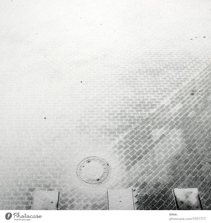 |°|| Winter Schnee Verkehr Straßenverkehr Wege & Pfade Verkehrszeichen Verkehrsschild Gully Zebrastreifen Kopfsteinpflaster Linie Kreis kalt Stadt Design